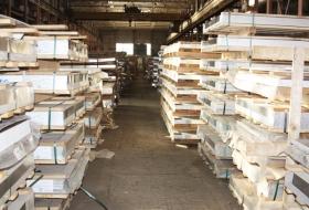 Листы алюминиевые в пачках на складе
